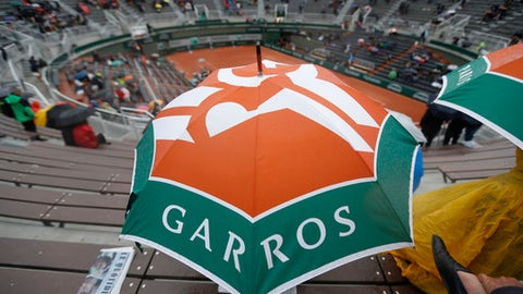 Play resumes at French Open after rain delay