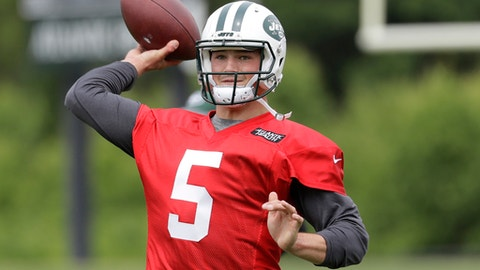 Christian Hackenberg Won't Stop Hitting Reporters With His Terrible Passes